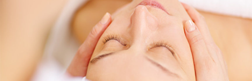 Woman-receiving-relaxing-facial